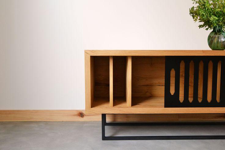 El mueble SART emana olor a castaño macizo🌰🌳 Una de las mejores cosas de nuestro trabajo es la fragancia de la madera. ¡Ojalá se pudiera enviar a través de las fotos!! #northernsons #hardcraftfurniture #mobiliario #deco #decoration #furniture #furnituredesign #tendencias #madera #wood #iron #hierro #livingroom #tv #art #architecture #arquitectura #nature #woodlovers #homestyle #home #casa #lifestyle #coruña #galicia #sada #coruñasemueve #plants #diseñointerior