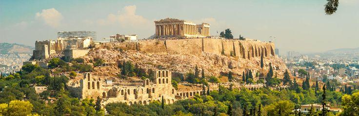 Akropolis, akro betekent 'hoog' en 'polis' betekent 'stad', de Akropolis is dus een hoge stad en dat klopt want vanuit vrijwel heel Athene is deze afgeplatte berg te zien. #Athene, #Griekenland, #vakantie, #stedentrip, #bezienswaardigheid