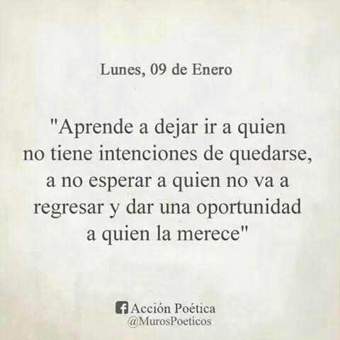 Aprende a dejar ir a quien no tiene intenciones de quedarse, a no esperar a quien no va a regresar y dar una oportunidad a quien la merece...