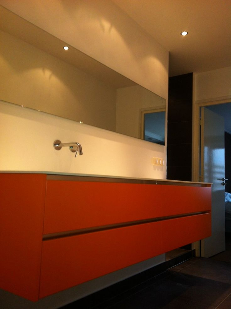 25 beste idee n over oranje badkamers op pinterest oranje slaapkamermuren turkooise kleuren - Moderne badkamer meubels ...
