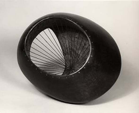 Barbara Hepworth, Oval Form