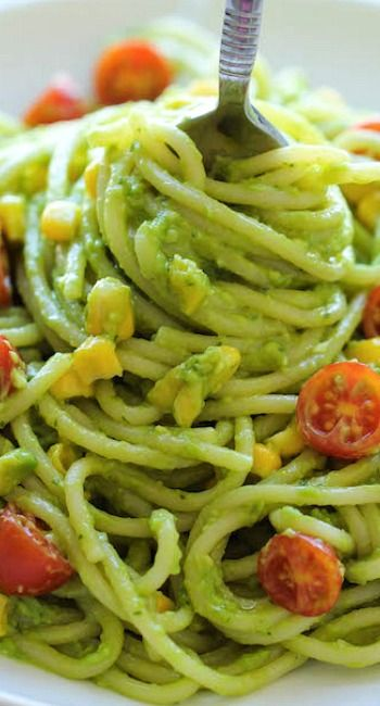 Avocado Pasta Recipe ~ The easiest, most unbelievably creamy avocado pasta that everyone will love. And it'll be on your dinner table in just 20 min!