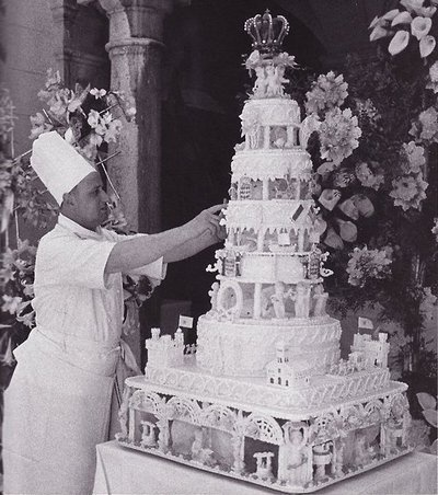 Grace Kelly's wedding cake . . .1956 Loving this Wedding cake !                                                                                                                                                                                 More