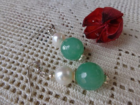 Orecchini pendenti perle di fiume e giada verde di Myspecialgift
