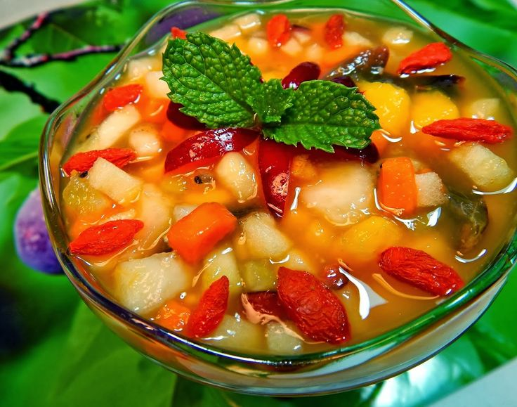 Salada de Frutas com Calda de Maracujá e Laranja