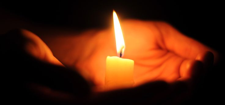 Protection des lieux à caractère religieux / Conseils pratiques ... www.interieur.gouv.fr760 × 356Buscar por imagen Bougie allumée dans une main. Photo - Fotolia