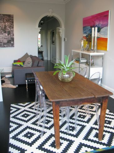 A beautiful reno in Mt Lawley and saying 'no to a red feature wall' | the traveller's return. Interior styling personal pieces to make a house a home. Australianana table, abstract artwork, ghost chairs living area and dining area