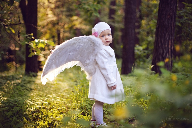 Photographer Lena Zashchitina. Russia.  Photography. Child. Girl. White angel in spring.