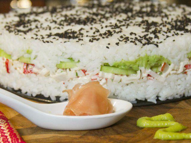 Pastel de sushi hecho en casa