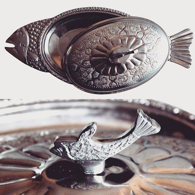 ❌ ❌ ❌ Продано! ❌ ❌ ❌ Шикарное блюдо для подачи рыбы! Ручная работа! Испания! Цена 10000 рублей! Мы продаём оригинальный винтаж и антиквариат из Европы! Дополнительные фото и размер по запросу в Директ или любой контакт в профиле! #винтаж #антиквариат #рыба #блюдо #посуда #оригинальныйподарок #подарокбоссу #подарокнановыйгод #8мартанезагорами