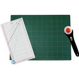 Kit de accesorios para patchwork. Incluye la ruleta de corte, una regla especial para patchwork y una base de corte autocicatrizante.