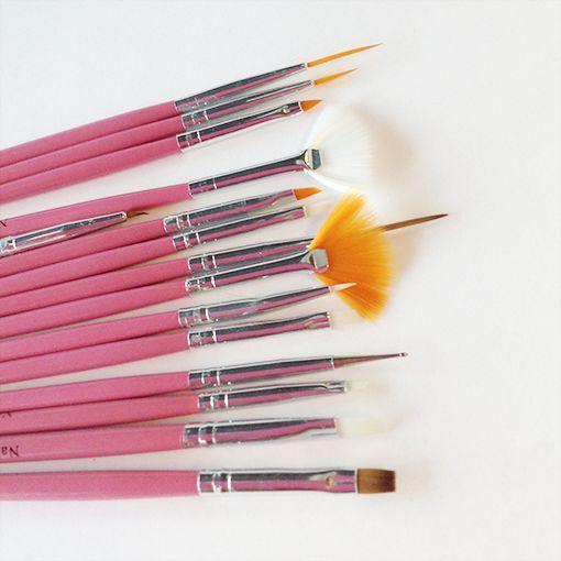 Nail-art liefhebbers weten met dit brush-set wel raad! Voor maar € 5,50 krijg je 11 kwasten en 1 dottingtool.