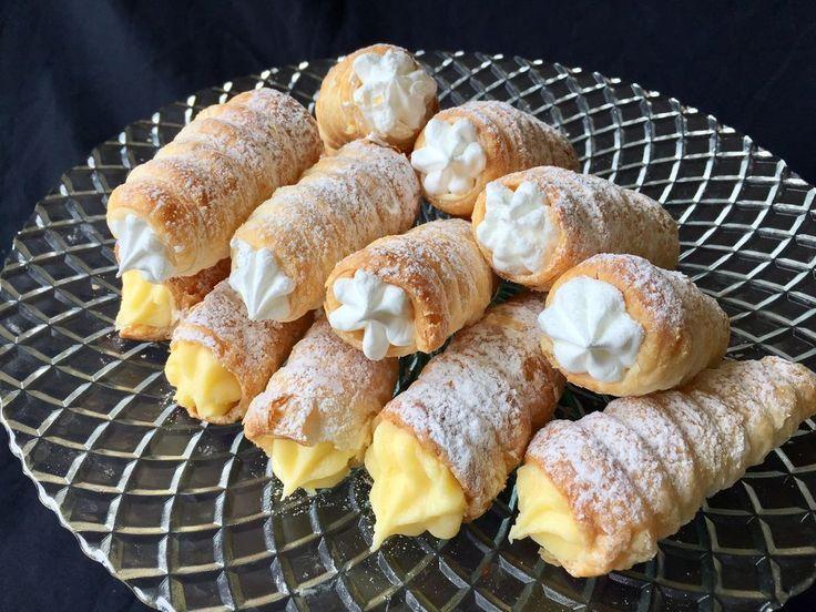 Sam role / Saum rolne  En vanlig och väldigt god kaka på Balkan som bakas med smördeg. Traditionellt brukar man fylla dem med en marängfyllning men dem är även vanliga med vaniljfyllning…