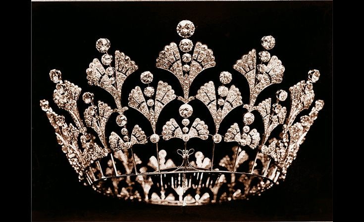 Boucheron, the Queen Mother's diamond coronet 1901, havent seen this one before~