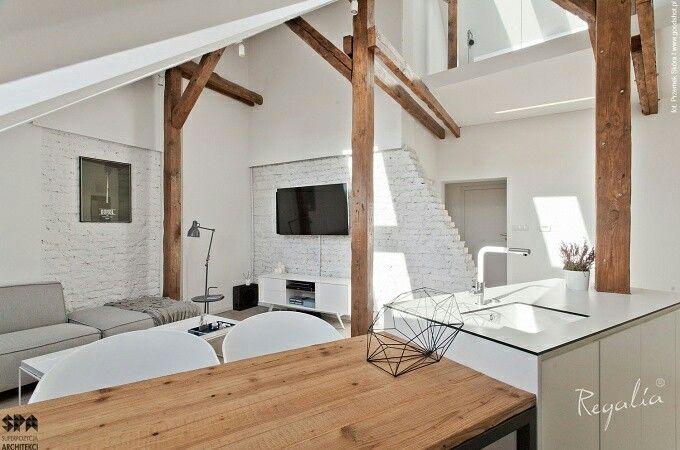 Jednym z piękniejszych duetow kolorystycznych w każdym wnętrzu jest połączenie bieli i naturalnego drewna. Takie zestawienie można zastosować w każdym stylu. Dlatego nasze drewno jest materiałem ponadczasowym :). #regaliapm #staredrewno #drewno #oldwood #wooden #woodworking #woodworker #interior #design www.regalia.eu