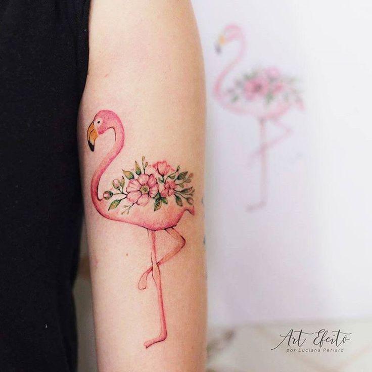 Tatuagem de Flamingo florido feito com linhas finas e efeito aquarela, muito delicado e charmoso. (flowers, delicate, fineline, watercolor, flamingo, tattoo, floral, color tattoo, rosa, pink) em Belo Horizonte feito por Art Efeito - Por Luciana Periard