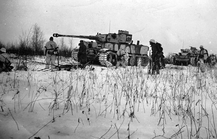 Tiger and PZ III with infantry