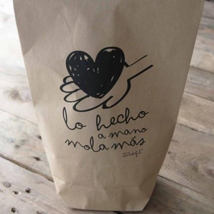 Pack de 5 bolsas kraft Lo hecho a mano mola más. Diseño de Mr.Wonderful. A la venta en: http://www.mrwonderfulshop.es