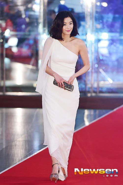 The 15 Best-dressed Korean stars from the 2014 award season