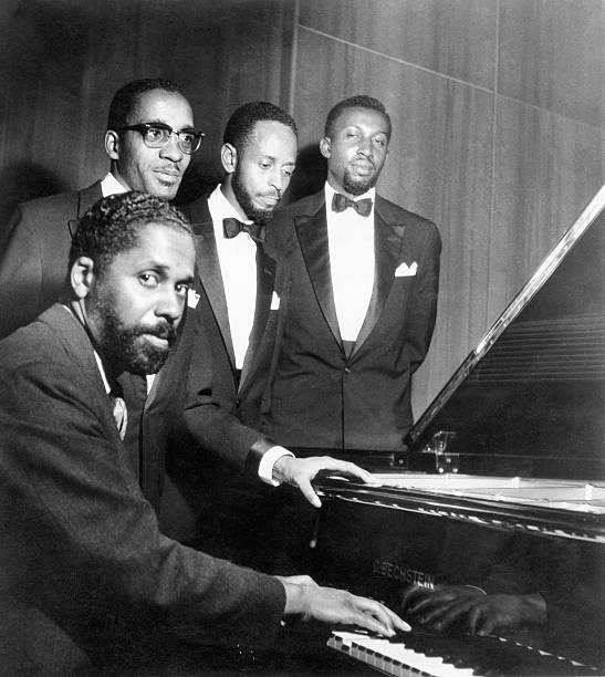 John Lewis (Piano), Milt Jackson (vibr),, Percy Heath (bass), Conny Kay, (percussion), - 1958