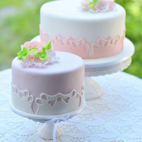 Romantikus virágos torták