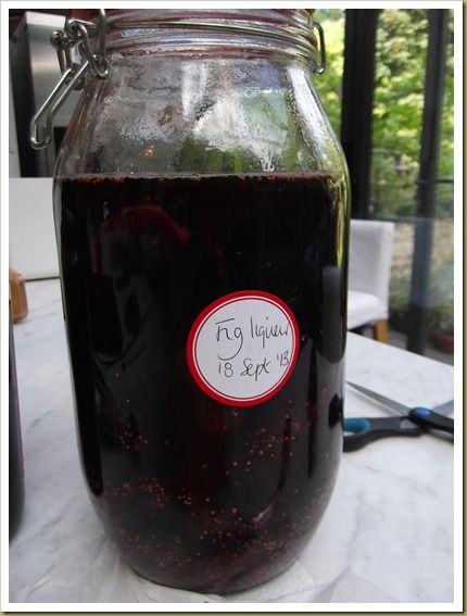 Fig and red wine liqueur