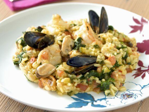 Meeresfrüchte-Risotto ist ein Rezept mit frischen Zutaten aus der Kategorie Meeresfrüchte. Probieren Sie dieses und weitere Rezepte von EAT SMARTER!
