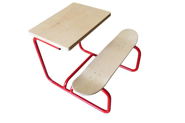 Writing desk with skateboard seat. Image of bureau skate board leçons de choses série limitée
