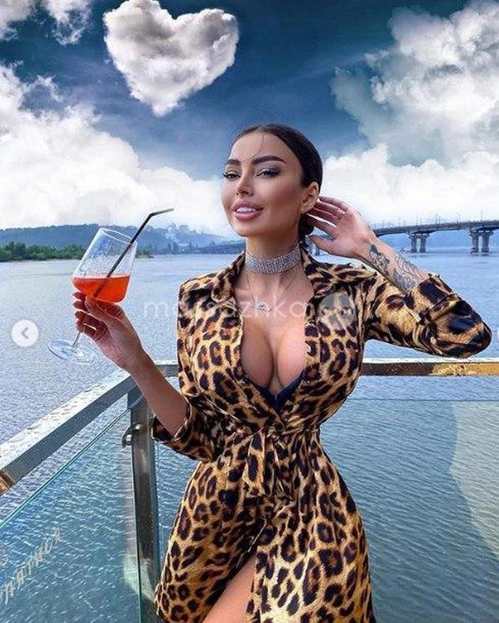 Промо девушка модель вакансии в москве девушка на работе селфи