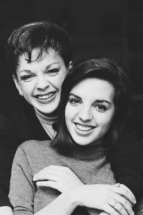 "Judy Garland and daughter Liza Minnelli, 1962. """