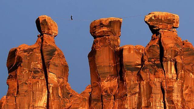 Es una mezcla entre el equilibrismo y la escalada