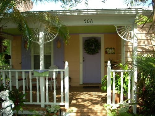 "Southern Comforts"" Key West Style Cottage - Near Beach"