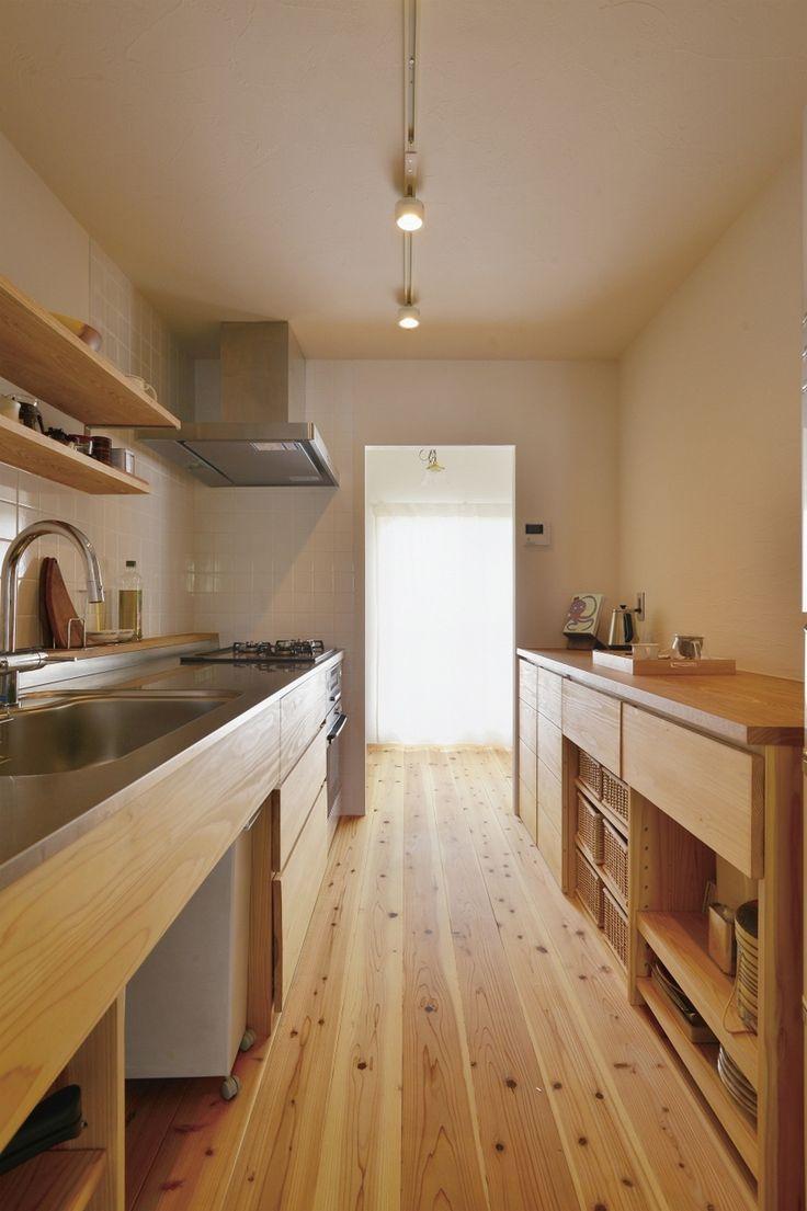 ステンレストップの造作キッチン。見せると隠すのバランス。ミニマルな暮らしにそったミニマルなキッチンのしつらえ。