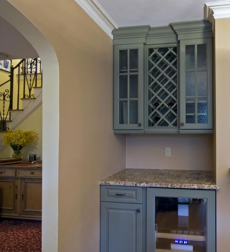 Dry bar in dining room adjacent to kitchen kitchen for Kitchen corner bar ideas