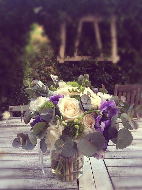 anemone,eucalipto,fresia bianca,rosa vendela, bouquet sposa