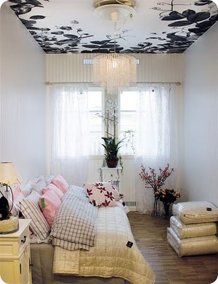 Floral on the ceiling!