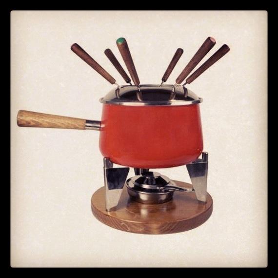 Tú eliges si de queso, para preparar carne con aceite o un postre delicioso mojando fruta en chocolate.  Un complemento para hacer más amena y original tus cenas. #regalosoriginales #navidad  http://www.neodalia.com/es/ventas/fondue-san-ignacio