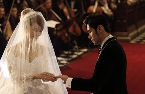 Jay Chou and Hannah Quinlivan share a video clip of their church wedding ceremony, which took place on January 17, 2015.