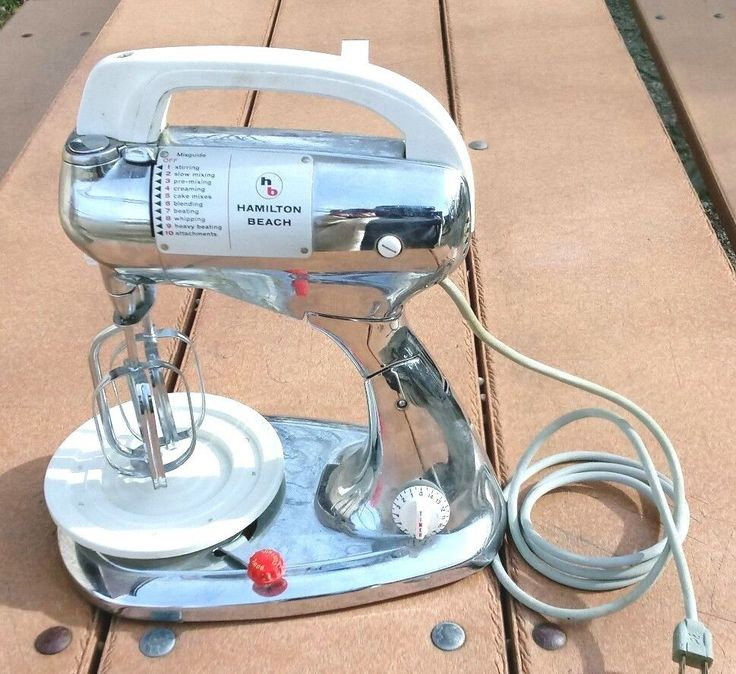 Hamilton Beach Chrome Stand Mixer 8FM-127A  Vintage Stand / w/ Beaters