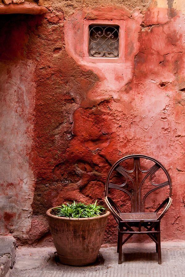 Color and warmth - Corner in Marrakech - Maroc Désert Expérience - http://www.marocdesertexperience.com