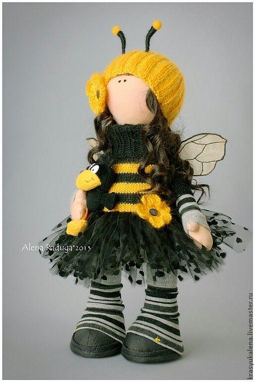 que boneca linda vestida de abelha
