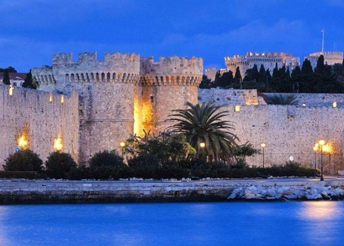 A pic that can be described with 1 word:Magic #Rhodes #Medieval #Castle #travel #greece http://www.camelot-rhodes.com/