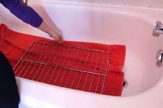 Dites ADIEU au grilles sales de votre four! Voici une façon simple de les faire briller, comme des neuves!