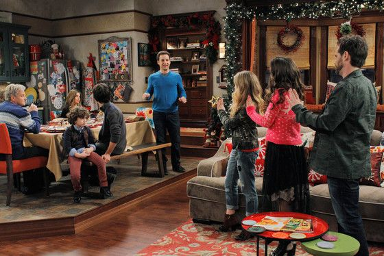 Shawn Hunter's Back! First Look at Rider Strong in Girl Meets World's Christmas Special | E! Online Mobile