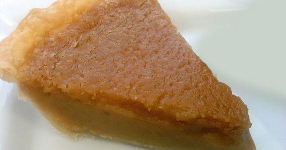 Traditionnelle tarte au sucre.  http://rienquedugratuit.ca/blogue/traditionnelle-tarte-au-sucre/