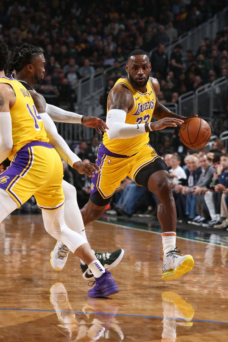 Photos: Lakers vs Bucks (12/19/2019) | Lebron james lakers ...