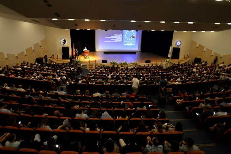 Ege Üniversitesi, 2014-2015 Akademik yılına EÜ Prof.Dr. Yusuf Vardar -MÖTBE- Kültür Merkezi'nde düzenlenen törenle merhaba dedi.