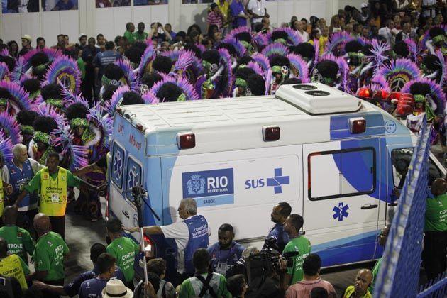 Após acidentes, Liesa decide não rebaixar nenhuma escola de samba do Rio #AnaMariaBraga, #BrunaMarquezine, #Desfile, #Foto, #Grupo, #Noticias, #RioDeJaneiro, #Série, #UnidosDaTijuca http://popzone.tv/2017/03/apos-acidentes-liesa-decide-nao-rebaixar-nenhuma-escola-de-samba-do-rio.html