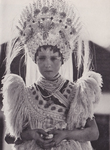 Peacock of Ragyogó National Geographic 1932 Matyo bride