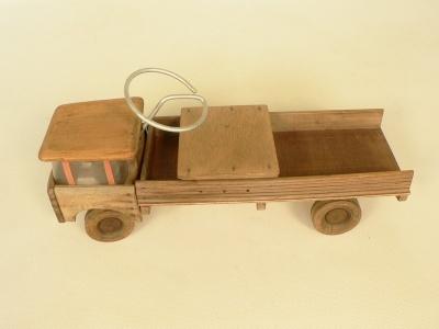 #toys camion trotteur en bois, jouet ancien en bon état.